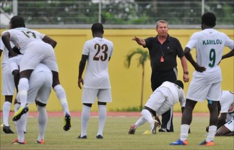 Assistant coach Roland Courbis (in black)