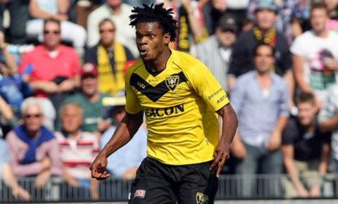 Michael Uchebo in action for Venlo