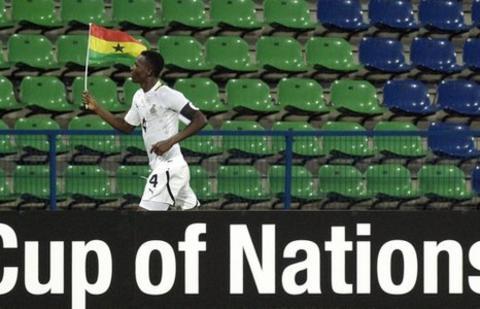 Ghana defender John Paintsil celebrates Ghana's 1-0 victory over Botswana