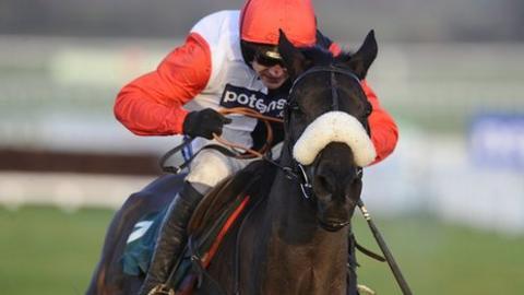 Big_Bucks wins Cleeve_Hurdle at Cheltenham