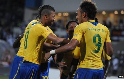 Pierre-Emerick Aubameyang celebrates with Gabon teammates