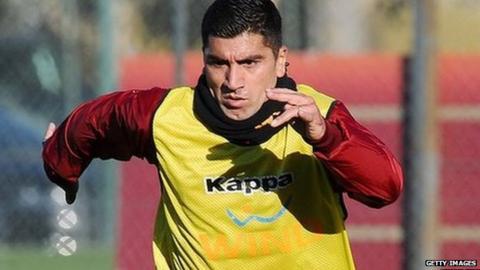 Roma midfielder David Pizarro