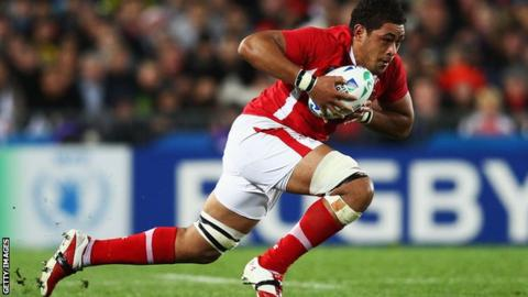 Toby Faletau runs with the ball for Wales in their World Cup semi-final with France