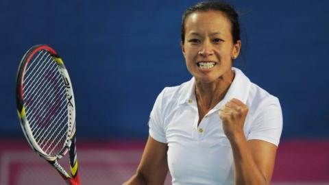 Anne Keothavong beat Israel's Julia Glushko 6-2 6-1 in the opening rubber