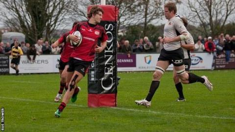 Michael Le Bourgeois scores a try