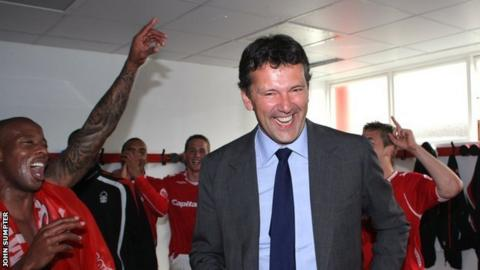 Nigel Doughty celebrates Nottingham Forest's promotion from League One with the players