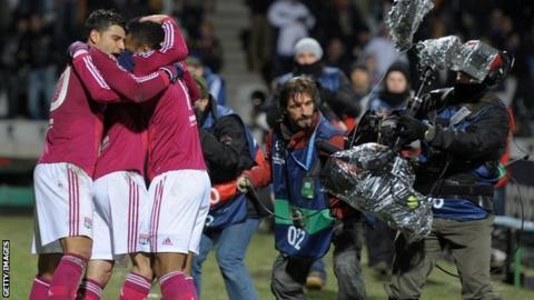 Alexandre Lacazette celebrates his winner