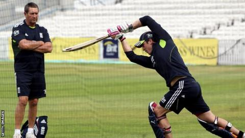 Graham Gooch watches Craig Kieswetter bat in the nets