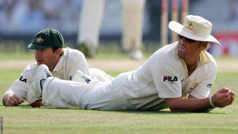 Ricky Ponting and Shane Warne look on after missing a catch in the slips against England in the final Test at The Oval