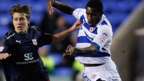 Michail Antonio (right) playing for Reading against Stevenage in the FA Cup