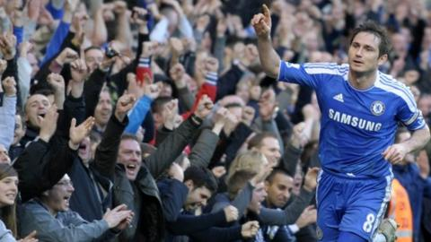 Frank_Lampard scores Chelsea's third goal against Bolton