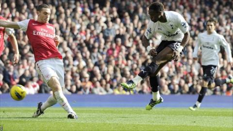 Tottenham Hotspur's Louis Saha (right) scores their first goal against Arsenal at the Emirates Stadium