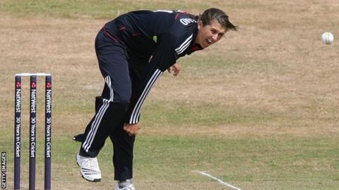 Jenny Gunn bowls for England