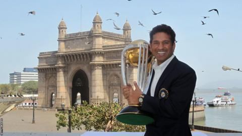 Sachin Tendulkar with the World Cup