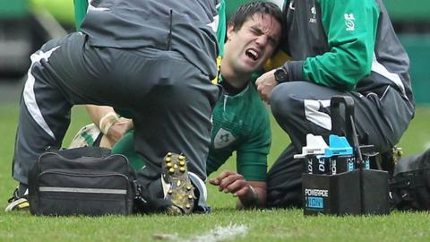 Conor Murray feels the pain after suffering his knee injury against France