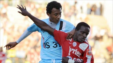 Julio Cesar dos Santos (in blue) previously had a spell in French football with Tours