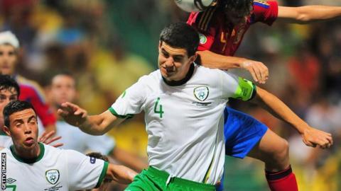 John Egan (centre) playing for Republic of Ireland under-19 team
