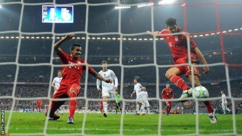 Mario Gomez scores for Bayern Munich