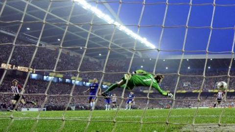 Fernando Llorente scores for Athletic