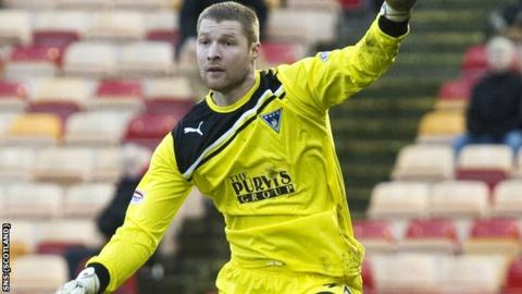 Turner played four times for Dunfermline before suffering a back injury