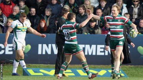 Scott Hamilton (r) of Leicester is congratulated by team-mate George Ford after scoring a try