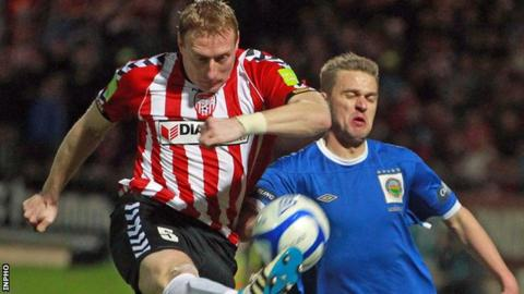Stewart Greacen challenges Peter Thompson for the ball