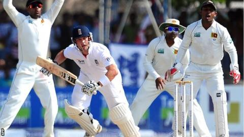 Jonathan Trott's battling innings kept England's bid for a record chase alive