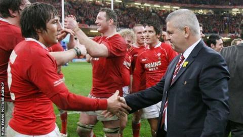 Gavin Henson and Warren Gatland celebrate Wales' 2008 Grand Slam