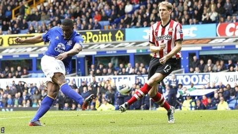 Victor Anichebe scores for Everton against Sunderland