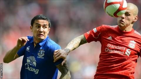 Everton's Tim Cahill (l) and Liverpool defender Martin Skrtel in action during the FA Cup semi-final at Wembley