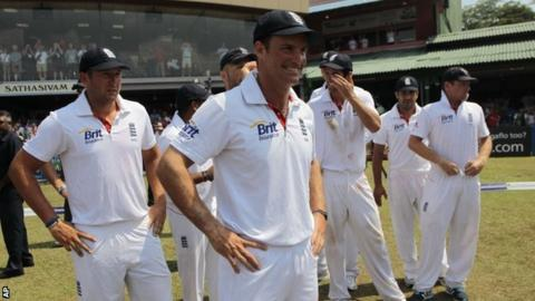 Andrew Strauss and England team-mates