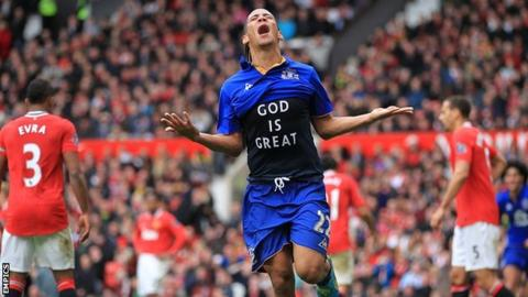 Steven Pienaar celebrates scoring Everton's dramatic equaliser
