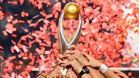 Esperance raise the Champions League trophy