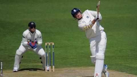 Rikki Clarke batting for Warwickshire