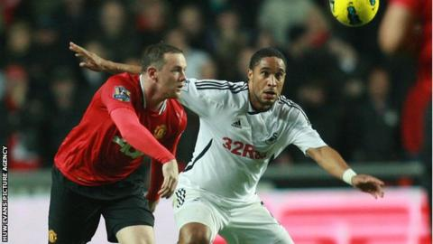 Manchester United's Wayne Rooney battles for the ball with Ashley Williams