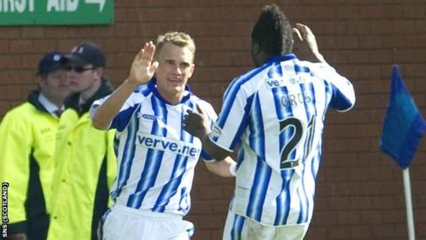 Dean Shiels is congratulated on his goal by William Gros