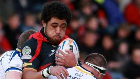 Toby Faletau is caught in a Leinster sandwich