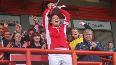 Muratti lifted Jersey ladies 2012