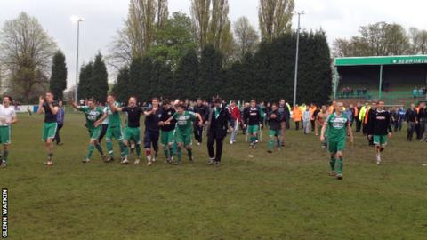 Bedworth players celebrate promotion