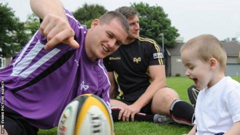 Ian Evans entertains on an Ospreys community visit