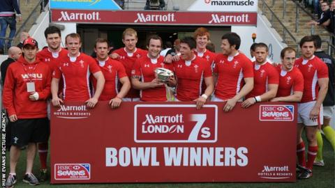 Wales celebrate the London Sevens Bowl title