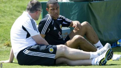 Levein and Phillips chat during training in Florida