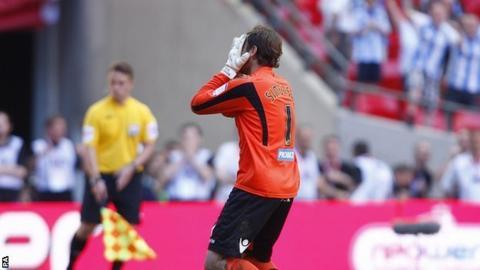 Steve Simonsen misses his penalty