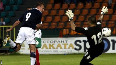 Jordan Rhodes scores for Scotland Under-21s against Bulgaria