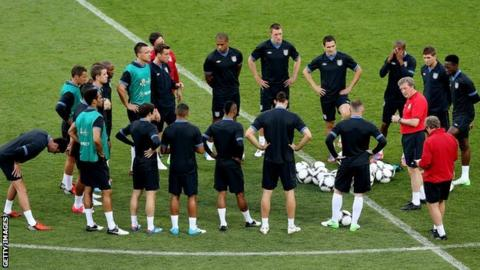 Roy Hodgson talks to England players