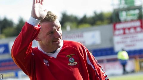 Jonny Hayes waves goodbye to the Inverness fans at the end of the season