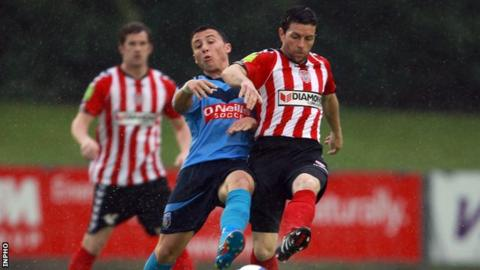 UCD's Chris Lyons in action against Eddie McCallion of Derry City