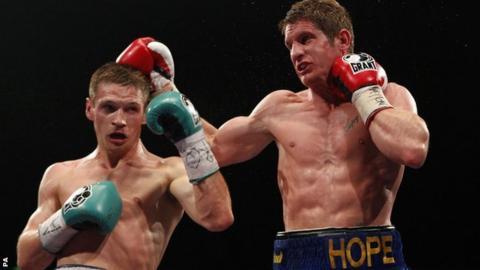 Grzegorz Proksa (left) beats Kerry Hope