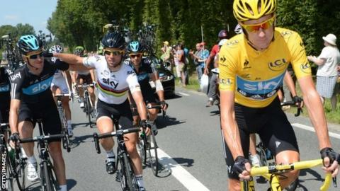 (l-r) Chris Froome, Mark Cavendish and Bradley Wiggins