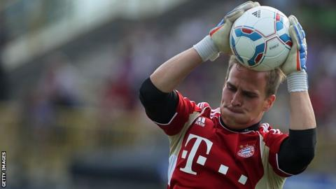 Rouven Sattelmaier in training with Bayern Munich